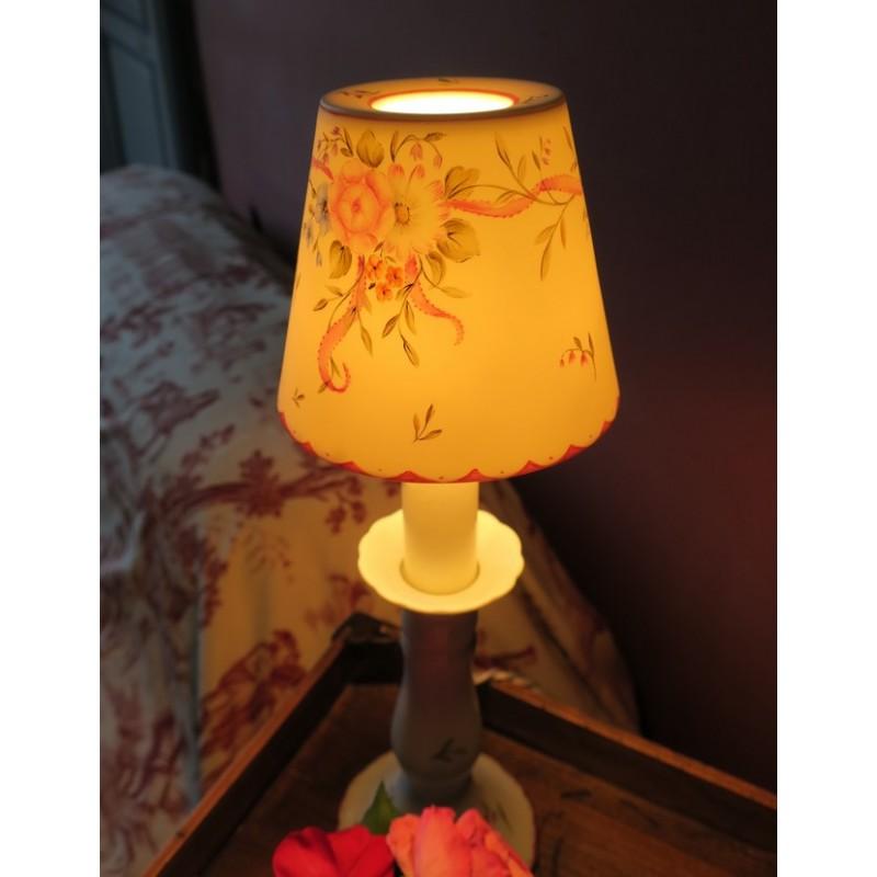 lampe bougeoir et son abat jour translucide en porcelaine. Black Bedroom Furniture Sets. Home Design Ideas