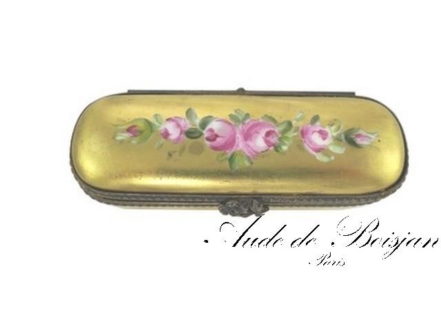 Petite boite sertie Bouquet de roses sur putoisage or