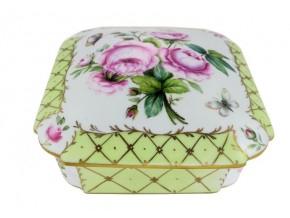 Petite boîte carrée bouquet de roses