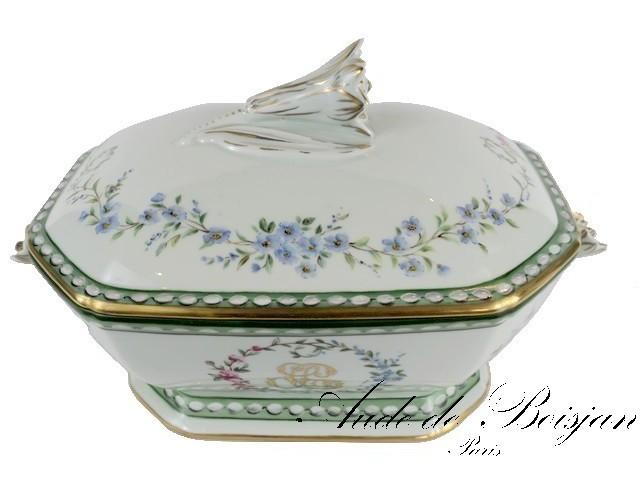 Soupière en porcelaine avec guirlandes de fleurs