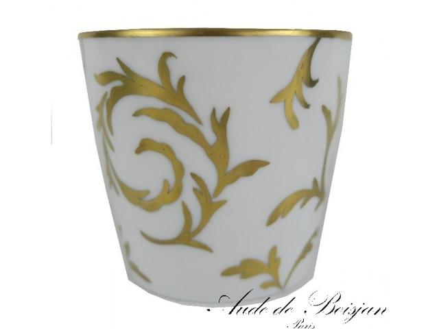 Petit vase aux arabesques d'or fin