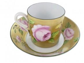 """Tasse à café """"Eloïse"""" Roses sur fond d'or"""