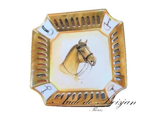 Coupe ajourée cheval