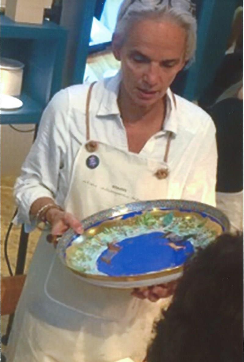 Aude de boisjan décoratrice sur porcelaine pour la société Hermès