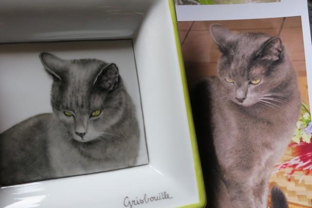reproduction d'un chat sur de la porcelaine